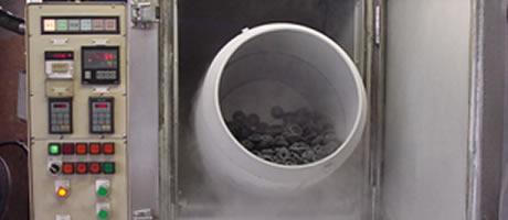 仕上・洗浄・二次加硫工程